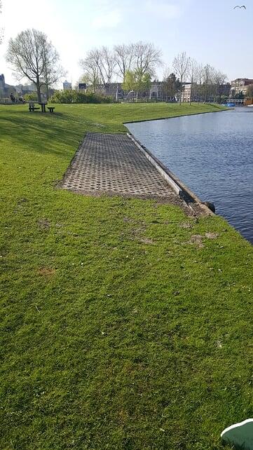Vissteiger voor minder validen in het Huigpark
